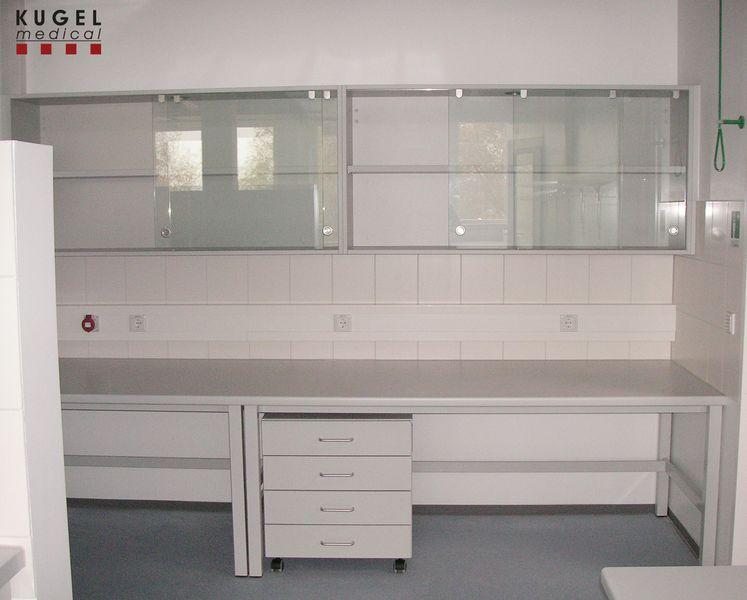 h ngeschrank mit schiebet ren kugel medical. Black Bedroom Furniture Sets. Home Design Ideas